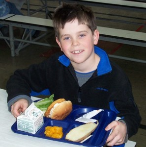 child having a healthy school meal